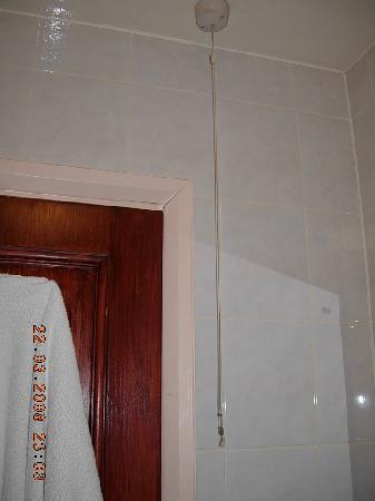 Whiteleaf Hotel: L'interruttore della luce nel bagno