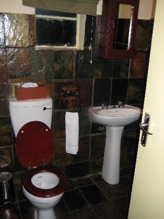 Shangri-La Country Hotel & Spa : Toilet