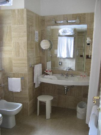 Hotel Nazionale : The bathroom