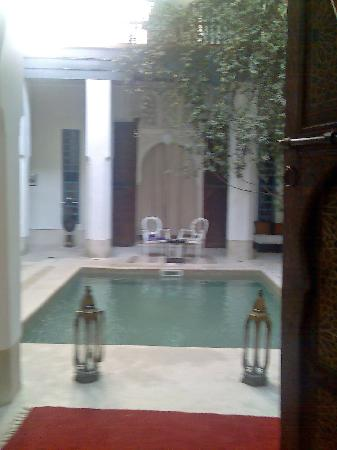 Riad el Ouarda: Vista del patio