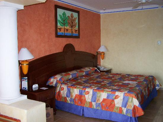 Grand Bahia Principe Coba: Coba junior suite