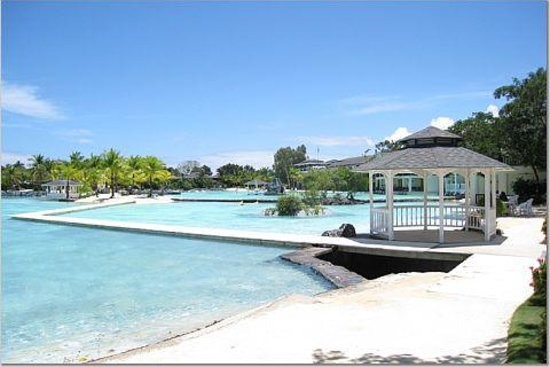 Plantation Bay Resort And Spa: Lagoon in the hotel