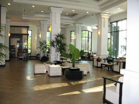 Tara Angkor Hotel: Part of the foyer area