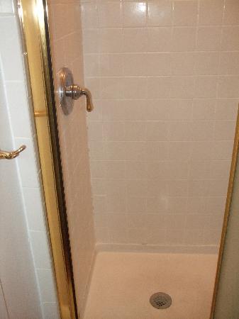 Maison DuBois: Shower co-located with bathroom sink