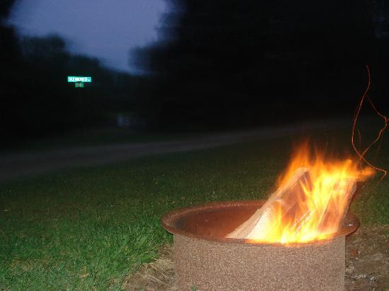 Hickory Hill Family Camping Resort: Fire at night