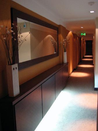 Rochester Concept: Couloir intimiste pour accéder aux chambres