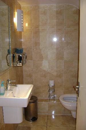 Hotel 82: Elegant Bath