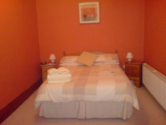 2 Cambridge Villas: The bed