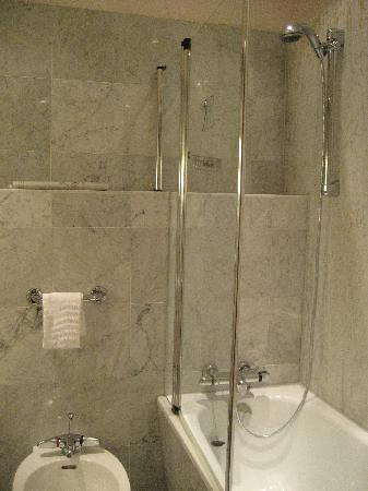 Le Royal Hotels & Resorts - Luxembourg: bathroom