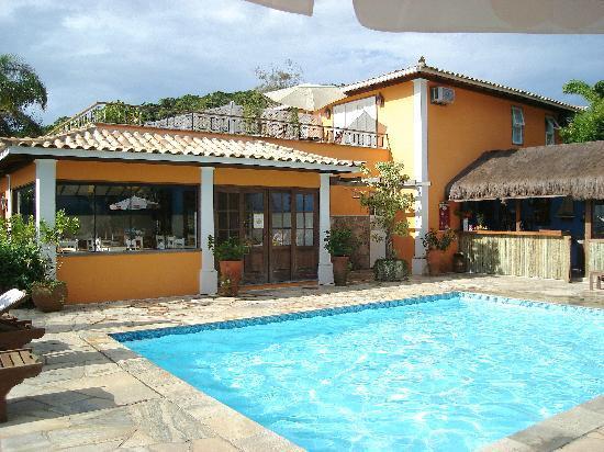 Pousada Corsário : piscina de la pousada con vista a Ossos