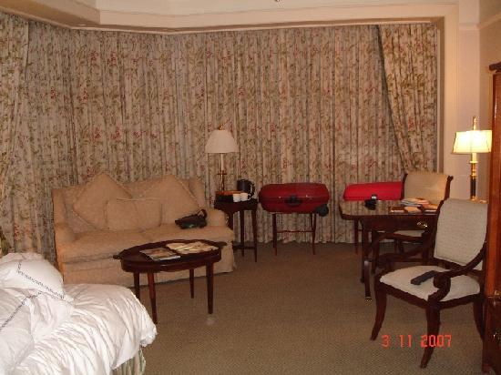 Four Seasons Hotel Singapore: Room Pic 2