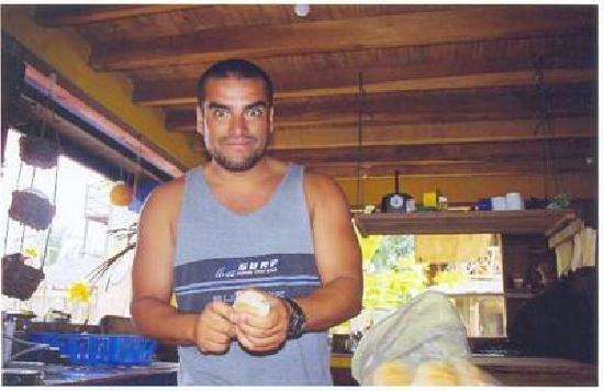 Hostal Papaya : En la cocina del Papaya Hosteria desayunando 2005