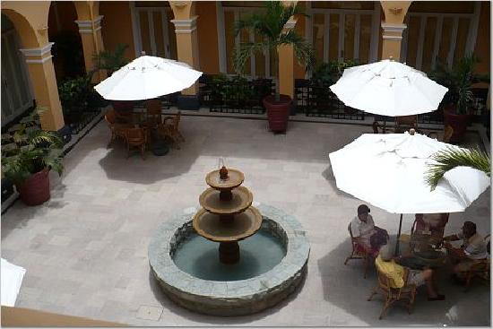LP Los Portales Hotel Piura: The court yard in at Portales, nice relaxing area