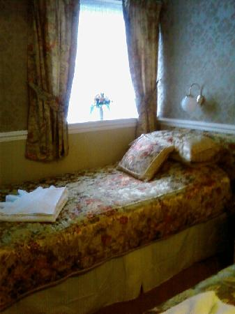Surrey House Hotel: Room 9 has just had refit its really smart