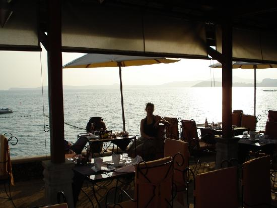 Zazen Boutique Resort & Spa: Breakfast over the beach...