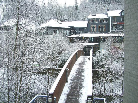 Le Val de Poix Hotel : The Bridge Across the River