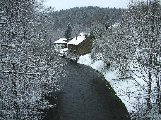 Le Val de Poix Hotel : View from the Bridge