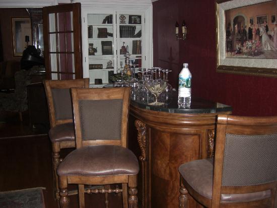 Back Inn Time : The little bar area