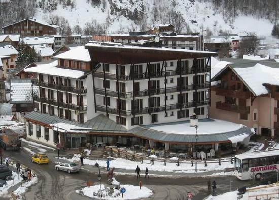Grand Hotel de Valloire et du Galibier : L'hôtel avec la salle de restaurant ronde