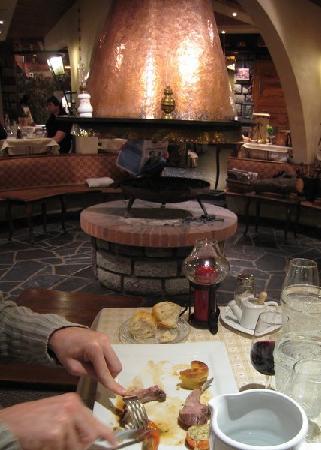 Grand Hotel de Valloire et du Galibier : Salle de restaurant et cheminée