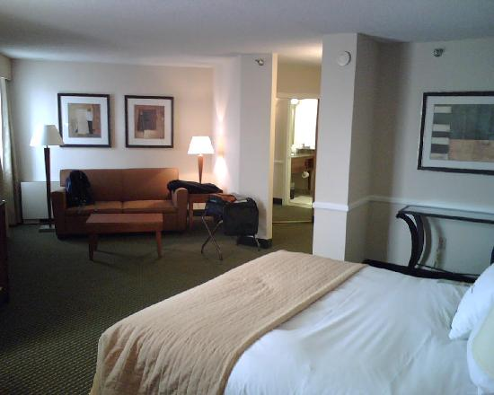 Doubletree by Hilton Minneapolis - Park Place: Junior Suite Overview