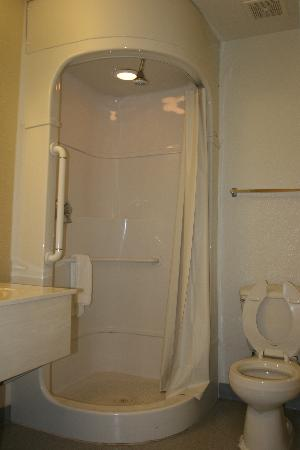 Motel 6 Morro Bay: Stand shower