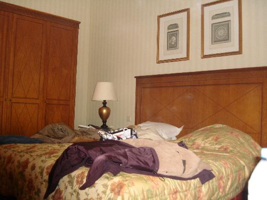 El cuarto un poco desordenado pero amplio y limpio for Cuarto desordenado