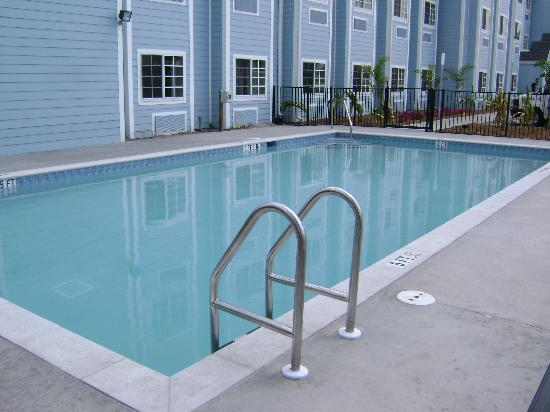 Microtel Inn & Suites by Wyndham Port Charlotte: Outdoor uses NO CHEMICALS!!!