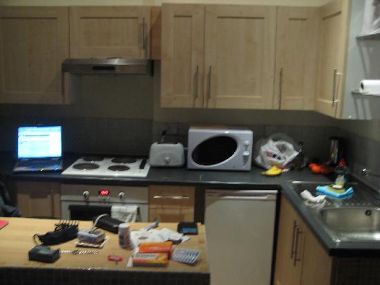 Hyde Park Suites Serviced Apartments: Kitchen2