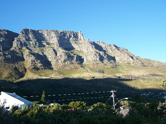 Eagle's Nest Guest House: Table mountain from  our terrace
