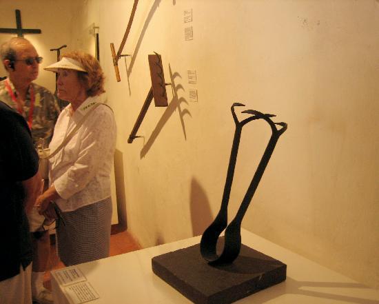 Museo Histórico de Cartagena de Indias: Womens torture, puncturing and squeezing breast