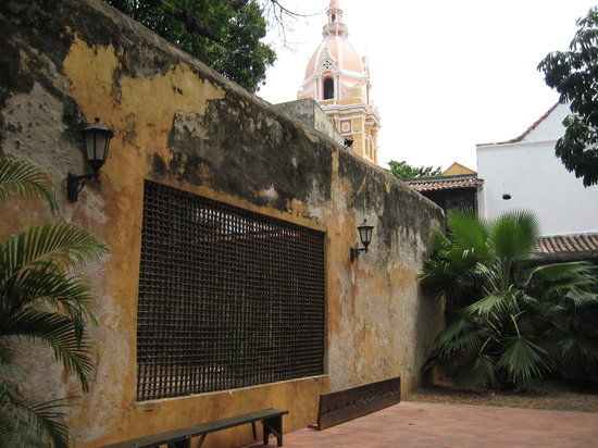 Museo Histórico de Cartagena de Indias: Coming out the backdoor