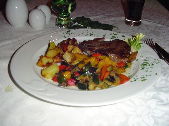 Penzion Mayer: Main Dish-Steak with vegetables