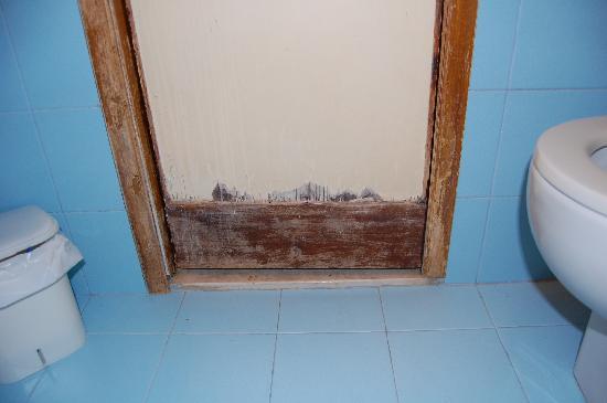 Hotel de l'Alboro: Porte salle de bain
