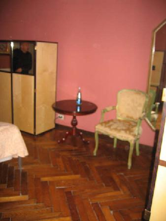 Hotel Malibran: Room 102 view as you enter bedroom