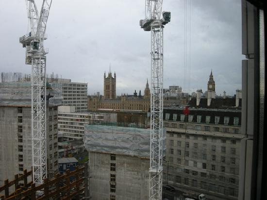 Park Plaza County Hall London: Cranes are Fun!