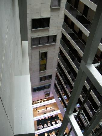 Park Plaza County Hall London: Looking Down at Diners