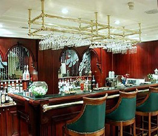 Kafkas Hotel Istanbul: Bar