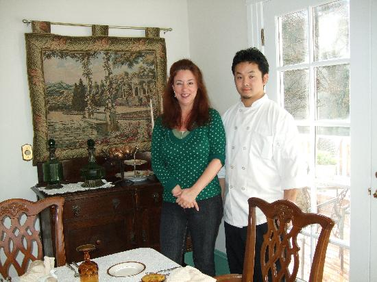 Seattle Hill House B & B: Leanne and Campagne in the dining room