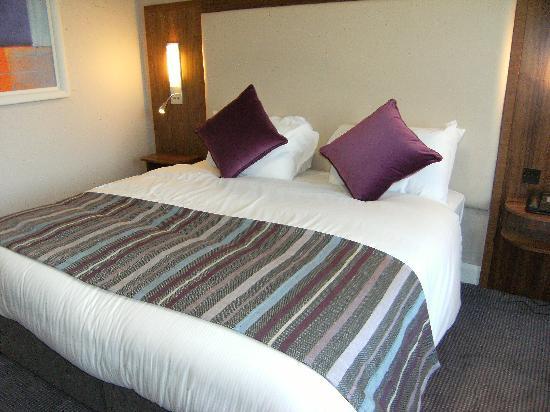 Charleville Park Hotel: Bed