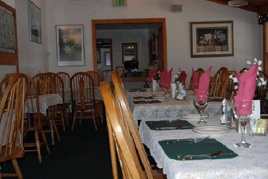Lily's: Inside the dining room