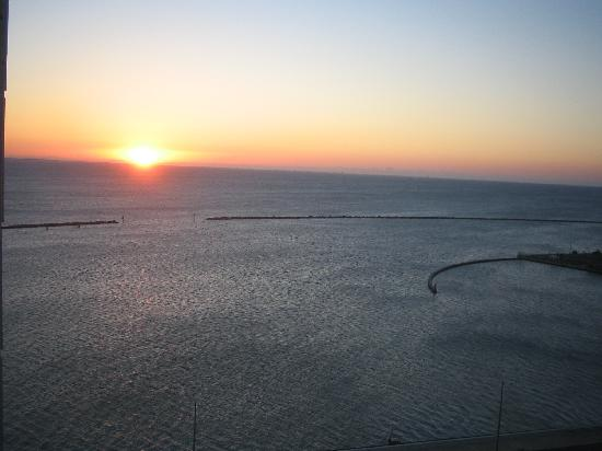 Omni Corpus Christi Hotel: A view of the sunrise from our room
