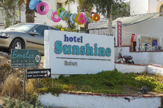 Sunshine Hotel: Sign at Front of hotel