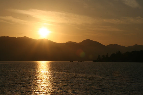 Panama: Sunrise near Santa Catalina