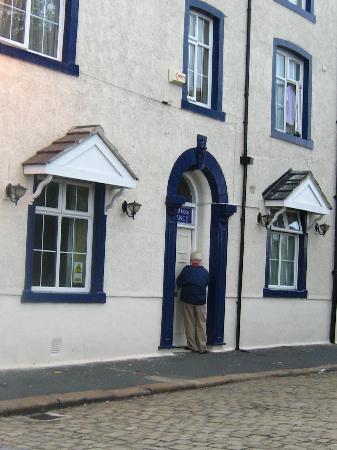 Brookfield Hotel: entrance