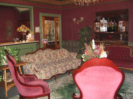 St. Elmo Hotel: St Elmo Lobby