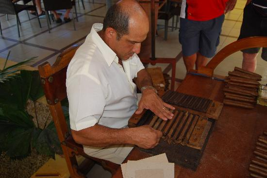 how to buy cigars in cayo coco