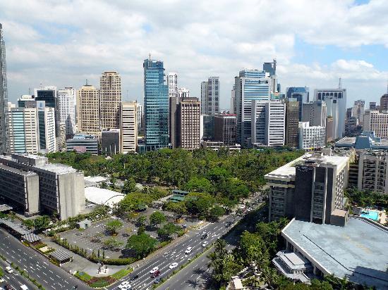 Makati Shangri-La Manila: Makati view, 19th floor room