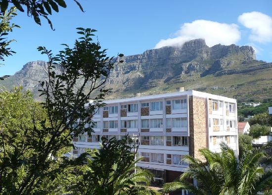 ديروينت هاوس: View of Table Mountain from bath