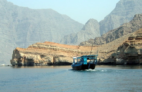 Musandam Governorate, Omán: Dhow in Musandam Fjords